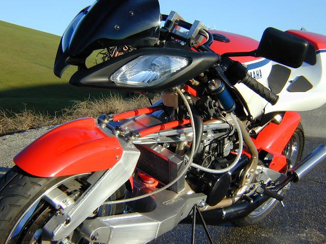 Julian Farnam FFE 350 Forkless Yamaha RZ Motorcycle Front