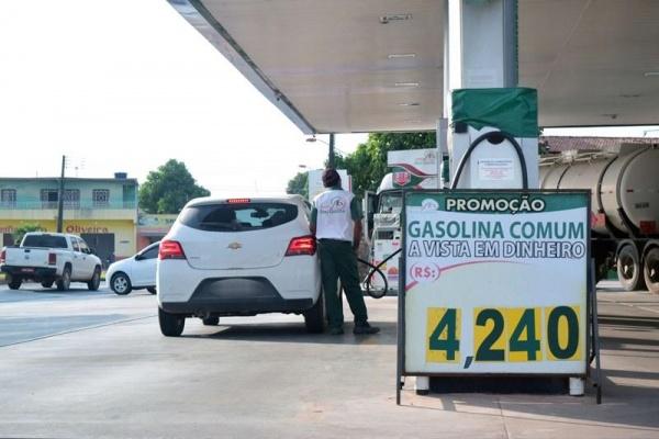 Gasolina é vendida nas refinarias a R$ 0,91 e Diesel a R$ 1,45