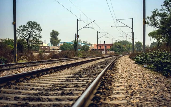 Thiruvananthapuram, News, Kerala, Railway Track, Youth, Escaped, Loco pilot saves youths life in thiruvananthapuram