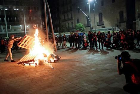 """استمرار العنف في إسبانيا بسبب """"إجراءات كورونا"""""""
