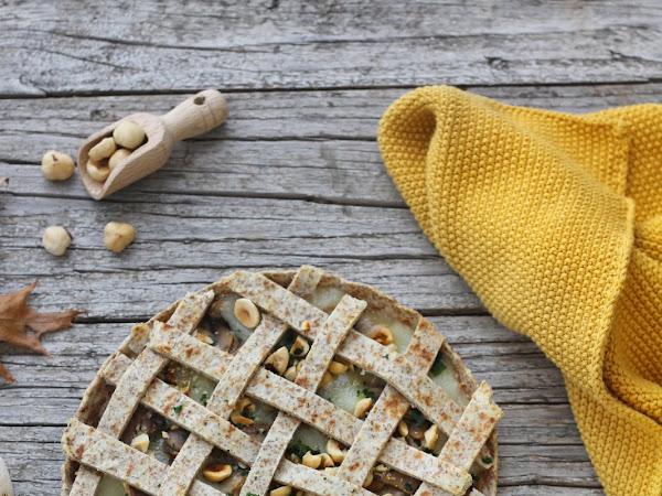 Torta salata di piadine con toma piemontese, funghi e nocciole