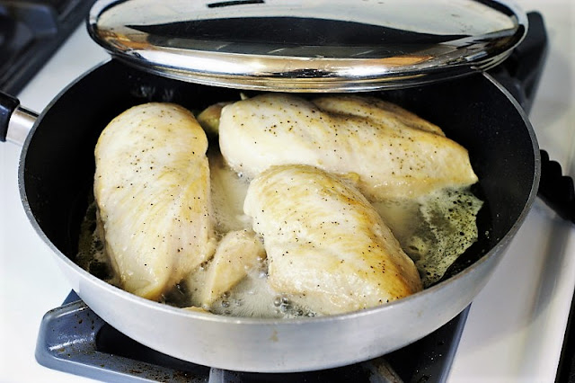 Cooking Chicken to Make Shredded Chicken Image