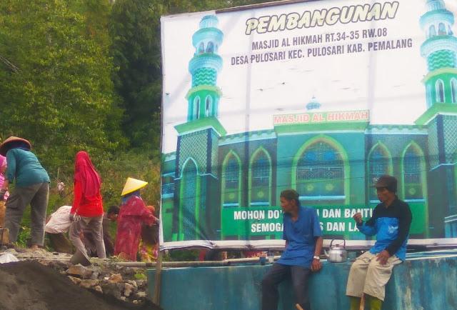 Kunjungi Masjid Al Hikmah, Agung Menjadi Imam Sholat Maghrib di Pulosari