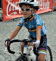 Niño ciclista