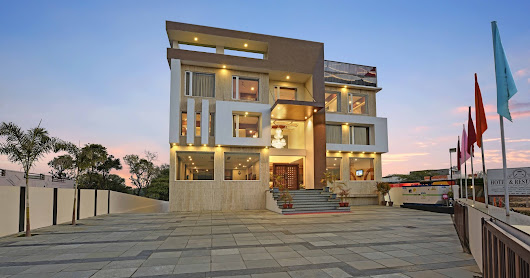 best 4-star property in Udaipur.