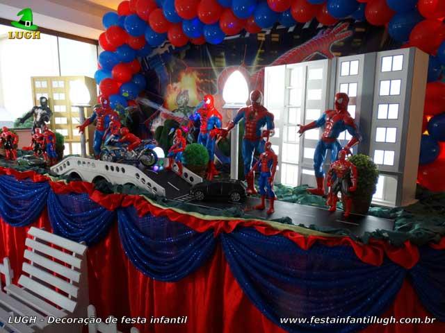 Mesa decorativa luxo tema do Homem Aranha para festa de aniversário infantil