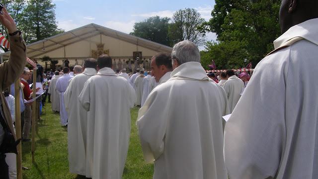 Prêtres lors du pèlerinage des vocations 2014 à Ars
