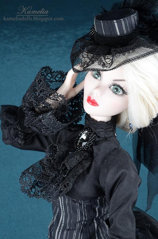 Wiktoriański kapelusz dla lalki.
