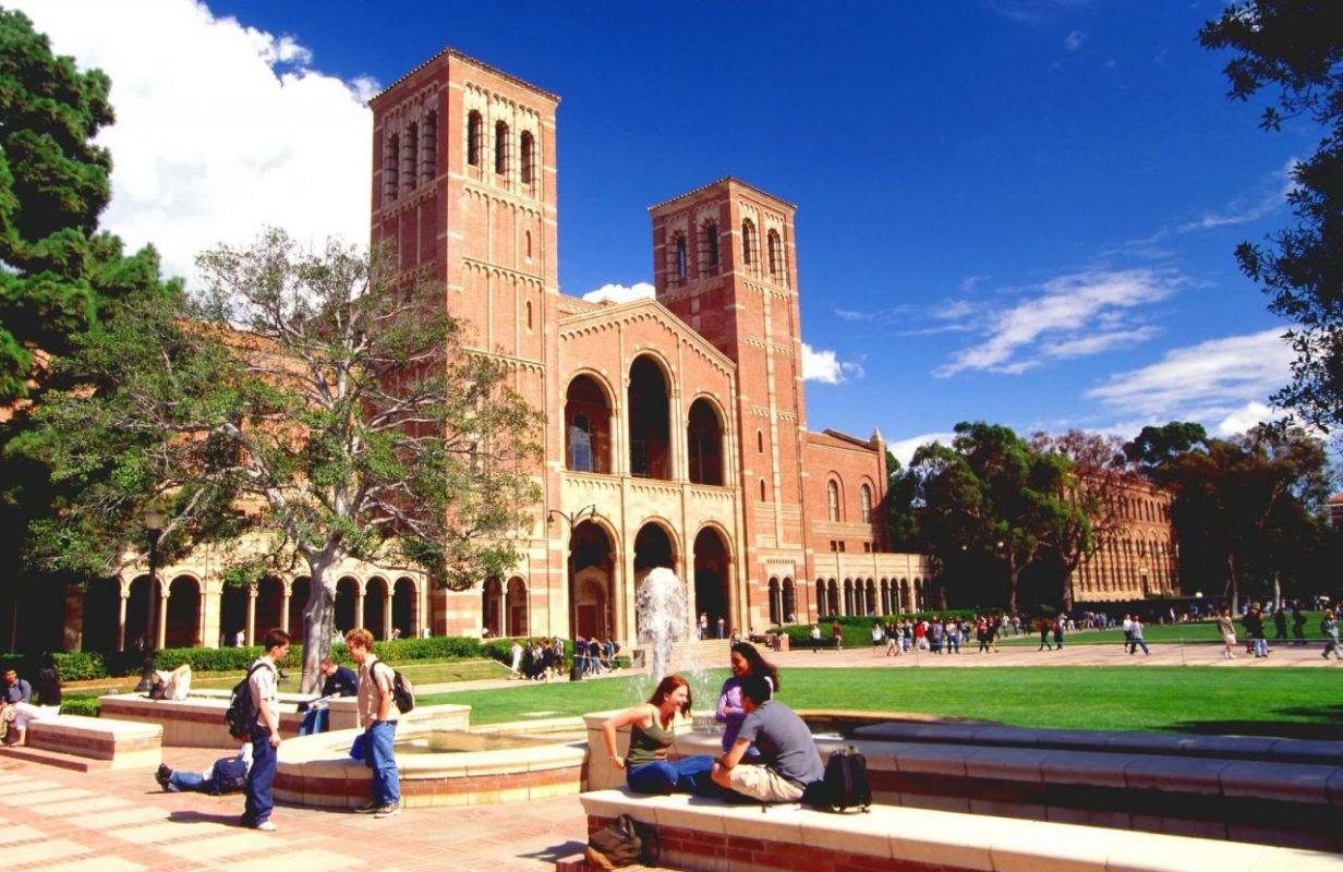 Tùy trường đại học sẽ có yêu cầu giấy tờ khác nhau