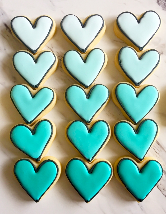 black-outlined ombre heart cookies in turquoise ♥ bakeat350.net