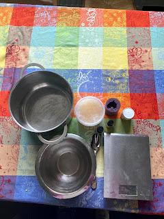 Ustensiles et ingrédients pour la réalisation du savon bonbon nounours