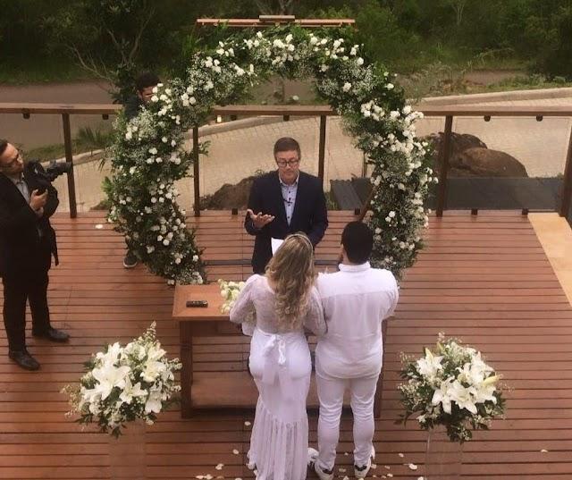 Andressa Urach se casa em cerimônia ao ar livre: 'Louca para a lua de mel'