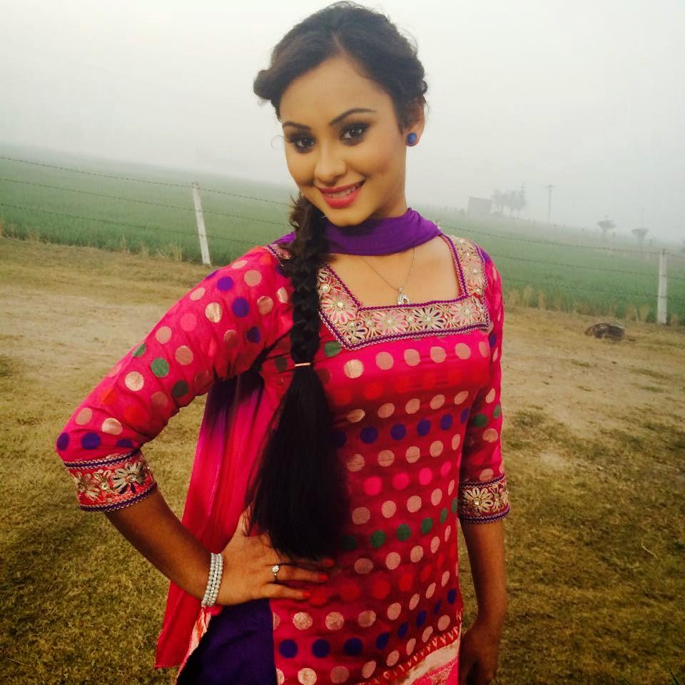 Punjabi Suit Girl Image