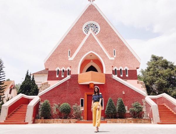 Nhà thờ Domain De Marie - Điểm sống ảo của giới trẻ