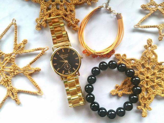 złoty zegarek Geneva Platinum, świąteczne szydełkowe gwiazdki i biżuteria
