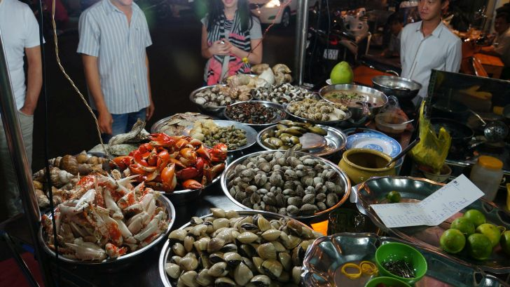 8 Things to See and Do in Vietnam - Eat snails