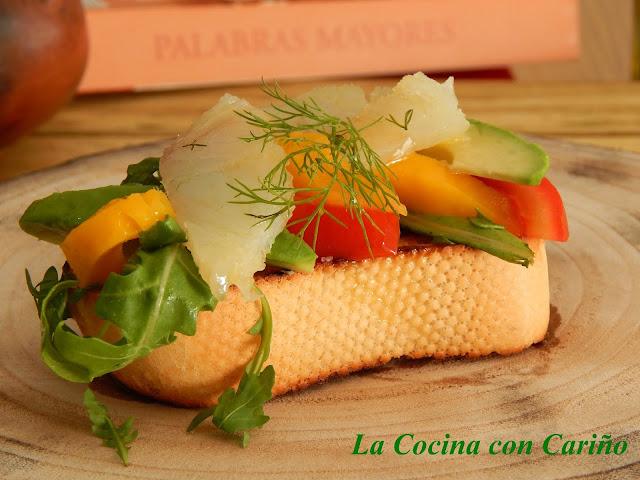 Pincho De Bacalao En Aceite Con Ensalada De Mango Y Aguacate