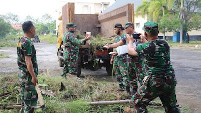 Ratusan Personel Kodim 0616 Dan Polres Indramayu Melaksanakan Giat Bersih Bersih Di Area Wisma Haji