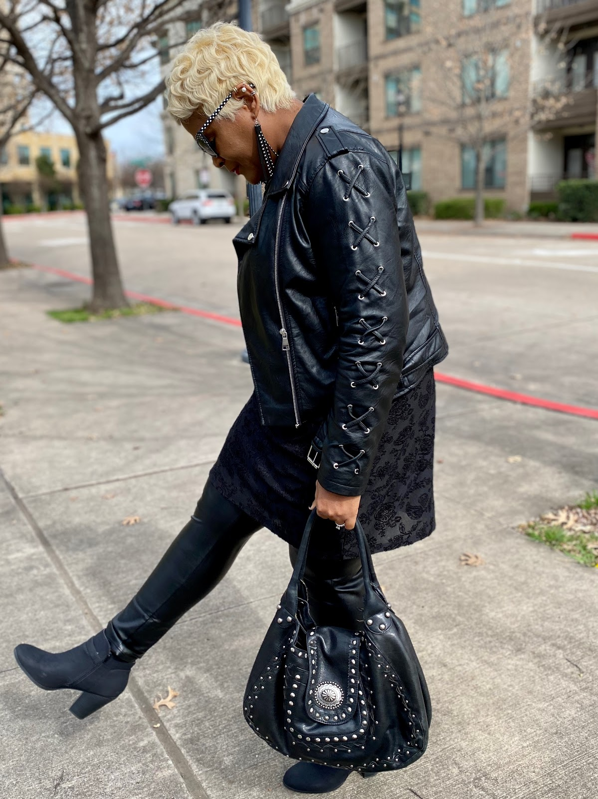Tangie Bell sharing her all black thrift outfit of the day. Weekend Bits And Favorites: Are Magazines Still Popular?