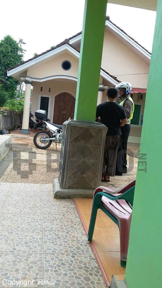 Pemotor Ditilang Polisi di Rumahnya Sendiri