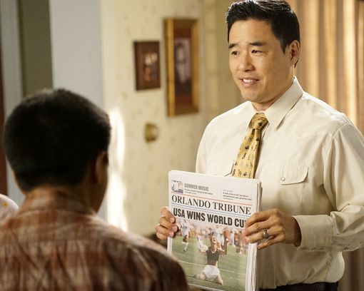 """fresh off the boat episode 601 help unwanted season premiere promotional photo 14 595 - Fresh Off The Boat (S06E01) """"Help Unwanted?"""" Season Premiere Preview + Promo"""