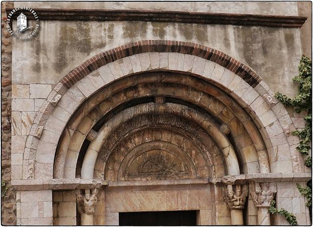 TOULOUGES (66) - Portail roman de l'église de l'Assomption de la Vierge