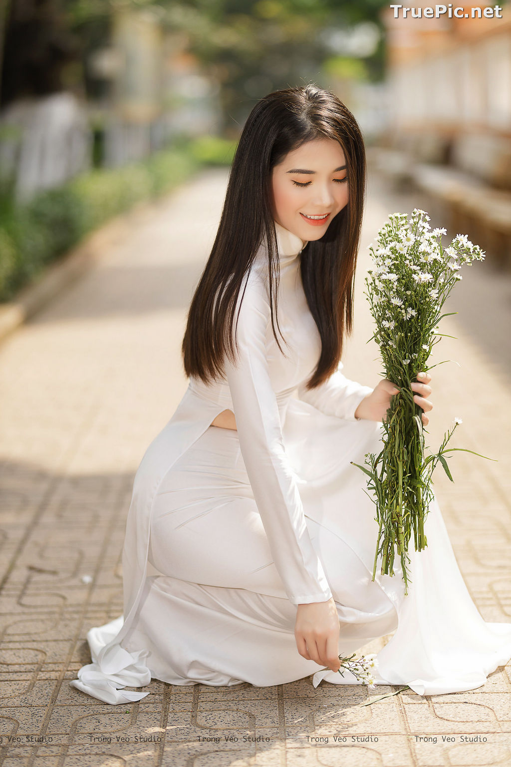 Image The Beauty of Vietnamese Girls with Traditional Dress (Ao Dai) #2 - TruePic.net - Picture-5
