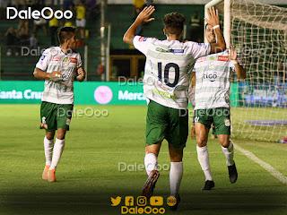 Mugni, Pérez y Ricky festejan el gol del triunfo de Oriente Petrolero sobre Destroyers - DaleOoo
