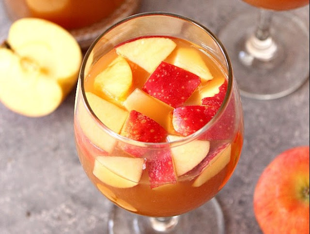 Caramel Apple Sangria #drinks #sangria