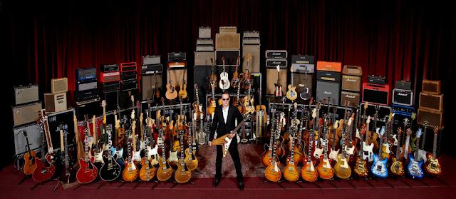 Gitaris Punya Banyak Gitar Ini Alasannya