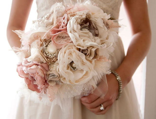 bouquet-sposa-shabby-chic Partecipazione collezione Purezza... per un matrimonio in stile ShabbyUncategorized