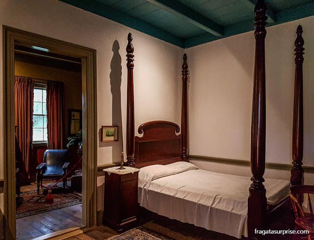 Dormitório na casa-grande da Laura Plantation, fazenda histórica da Luisiana, EUA