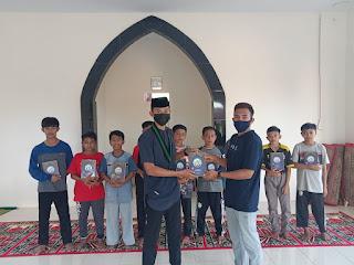 Luar Biasa, Ada HMI MPO Cabang Persiapan Sinjai Menyalurkan Bantuan Al-Qur'an di Sejumlah Masjid