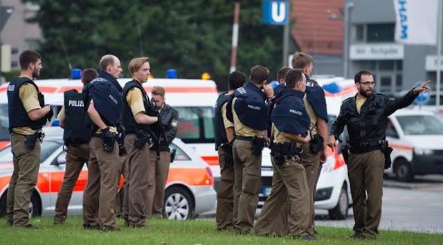 Atualização da polícia de Munique, Alemanha - MichellHilton.com
