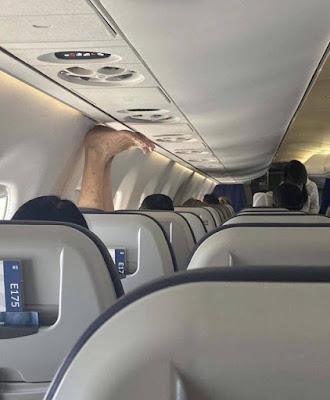 Hässliche Füße im Flugzeug - Urlaub lustig