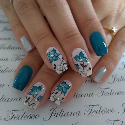 unha decorada cor azul