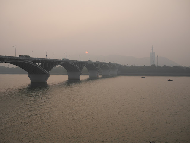 buses crossing Juzizhou Bridge (橘子洲大桥) in Changsha