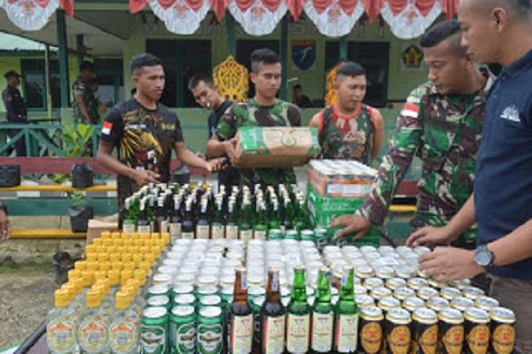 Satgas Pamtas Yonmek 643 Amankan 384 Botol Miras Ilegal Asal Malaysia