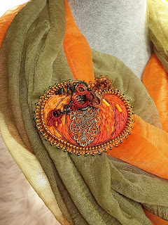 Pumpkin embroidered zipper brooch with filigree