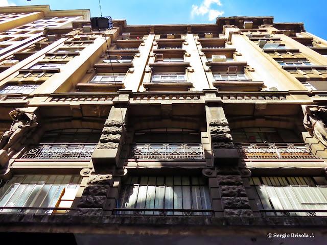 Perspectiva inferior da fachada do Edifício York - Centro - São Paulo