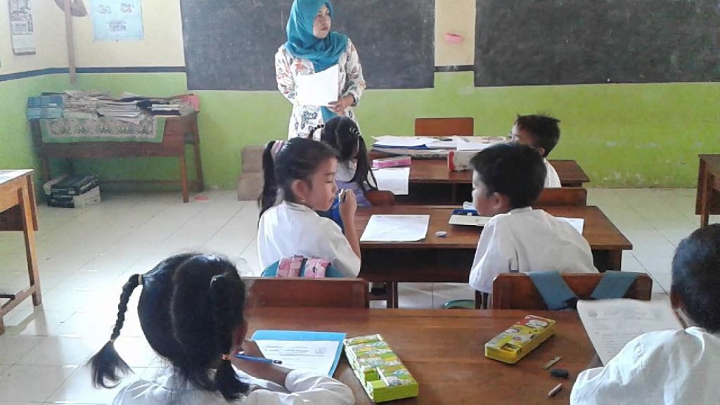 Dedikasi Sepenuh Hati Seorang Guru Memiliki Peranan Penting Terhadap Kemajuan Siswa