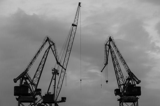 輸出、クレーン、GDPマイナス
