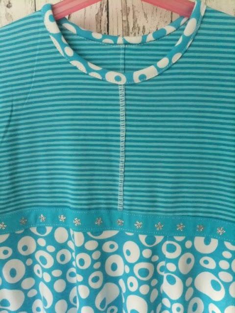 Kapuzenkleid in blau