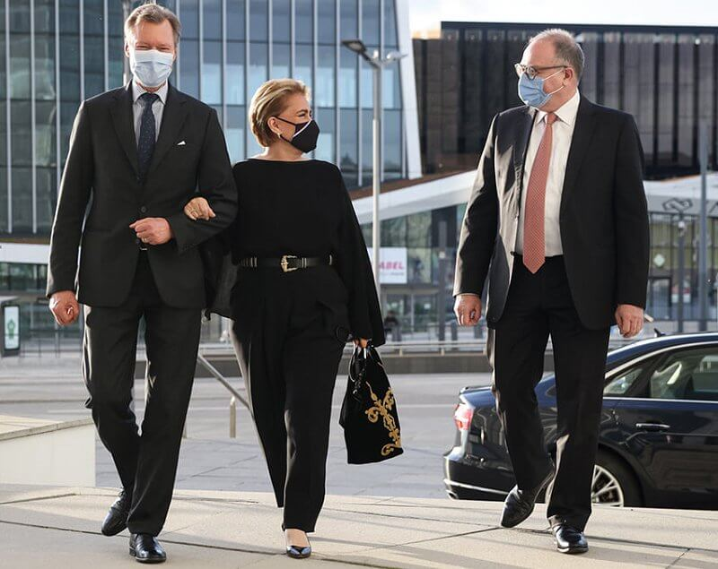 Grand Duchess Maria Teresa wore a black blouse and black trousers, and embroidered black bag