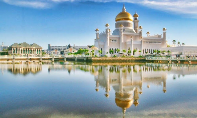 Brunei là quốc gia nhỏ bé nhưng vẫn mang trong mình bản sắc đặc trưng và sự thịnh vượng. Bạn hãy khám phá vương quốc Hồi giáo giàu có bậc nhất thế giới này.