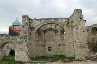 http://fotobabij.blogspot.com/2015/04/ruiny-kaplicy-zamkowej-janowiec.html