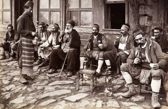 Orang turki merokok