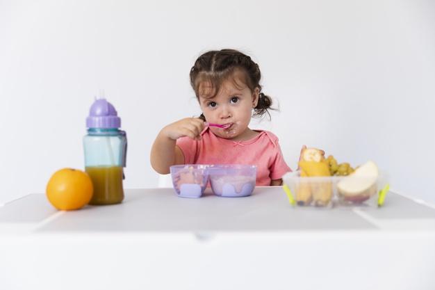 Tips Pilih Alat Makan Bayi