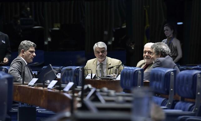 Tamanho do PT no Senado em 2023 preocupa; Paulo Rocha disputará reeleição