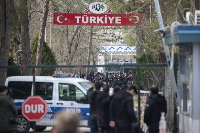 Με δωρεάν λεωφορεία μεταφέρει ο Ερντογάν τους μετανάστες στον Έβρο (βίντεο)